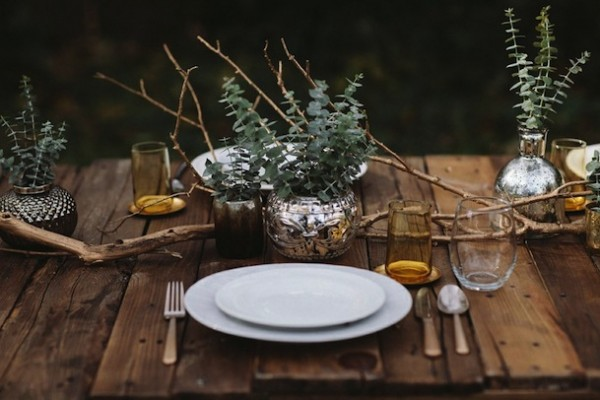 rustic-thanksgiving-dinner-table-setting
